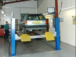 Dellers Garage – Car Servicing and MOT Space